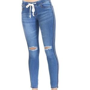 Jeggings with stripe down the side